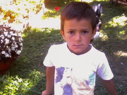 Teodor are 7 ani și va începe, în toamnă, clasa I. Băiatul este pasionat de fotbal și așteaptă cu nerabdare noul an școlar